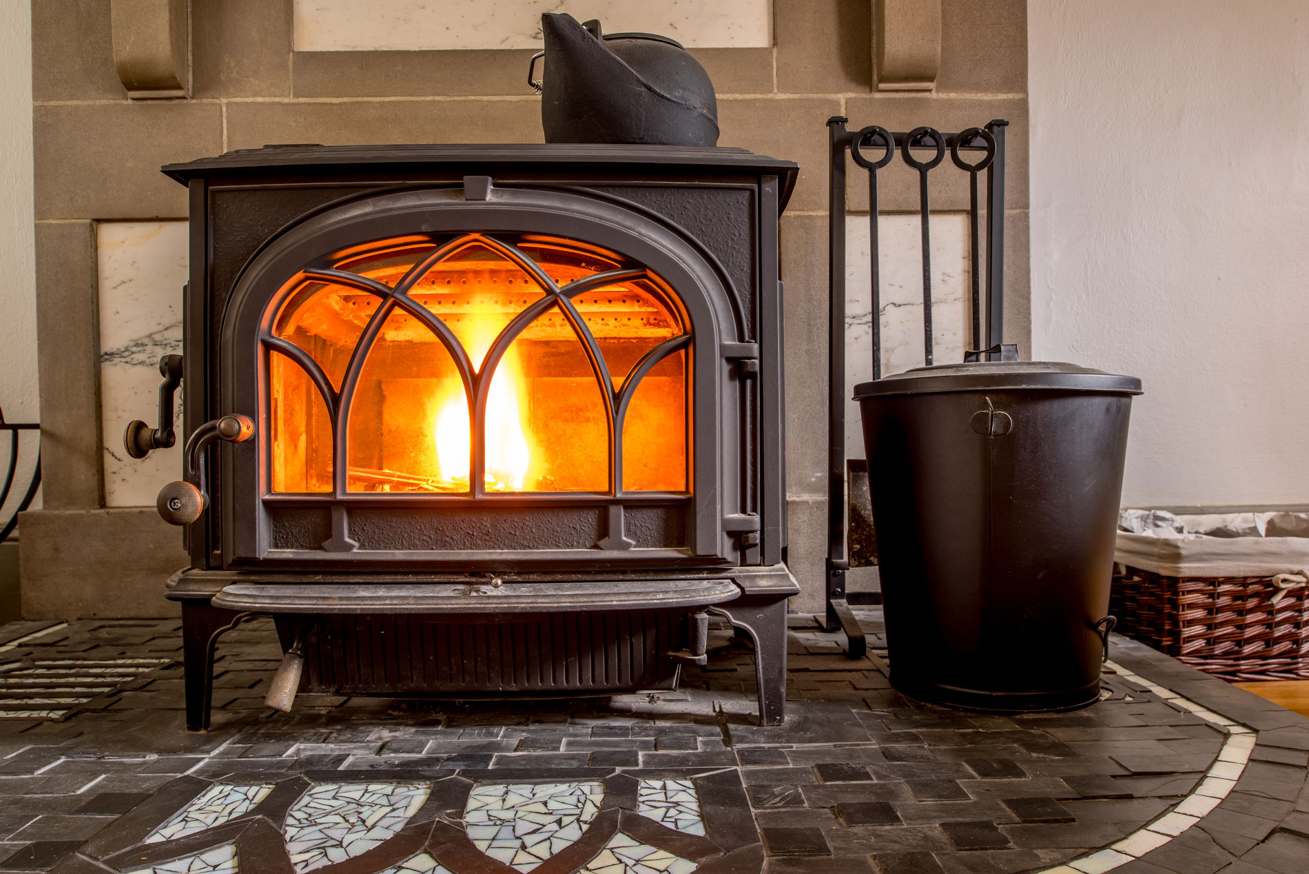 wood-pellet-stove-burning